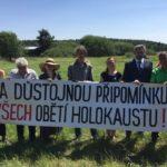 Zelení se tradičně zúčastnili piety v Letech a vyzvali vládní koalici ke zrušení vepřína v místě bývalého koncentračního tábora pro Romy.